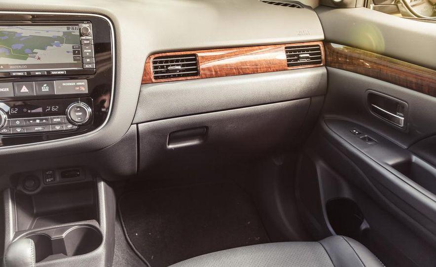 2014 Mitsubishi Outlander GT - Slide 30