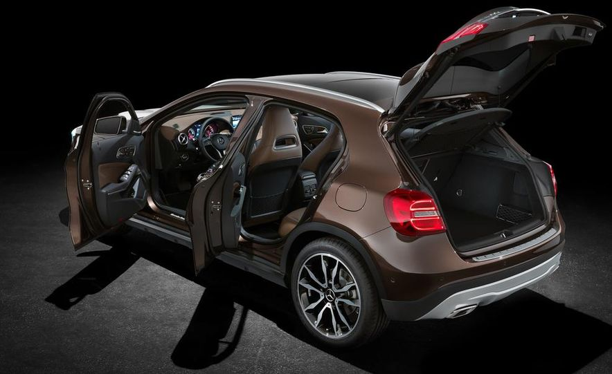 2015 Mercedes-Benz GLA220 CDI 4MATIC (Euro-spec) - Slide 5