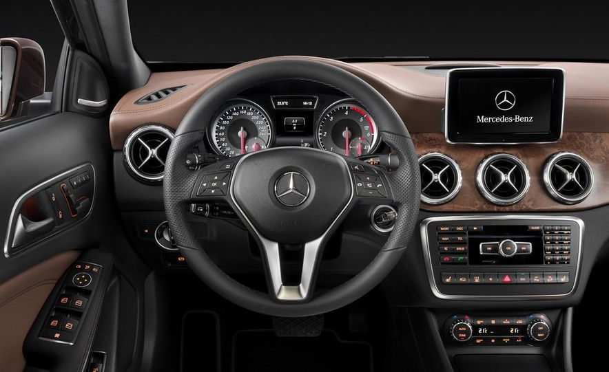 2015 Mercedes-Benz GLA220 CDI 4MATIC (Euro-spec) - Slide 10