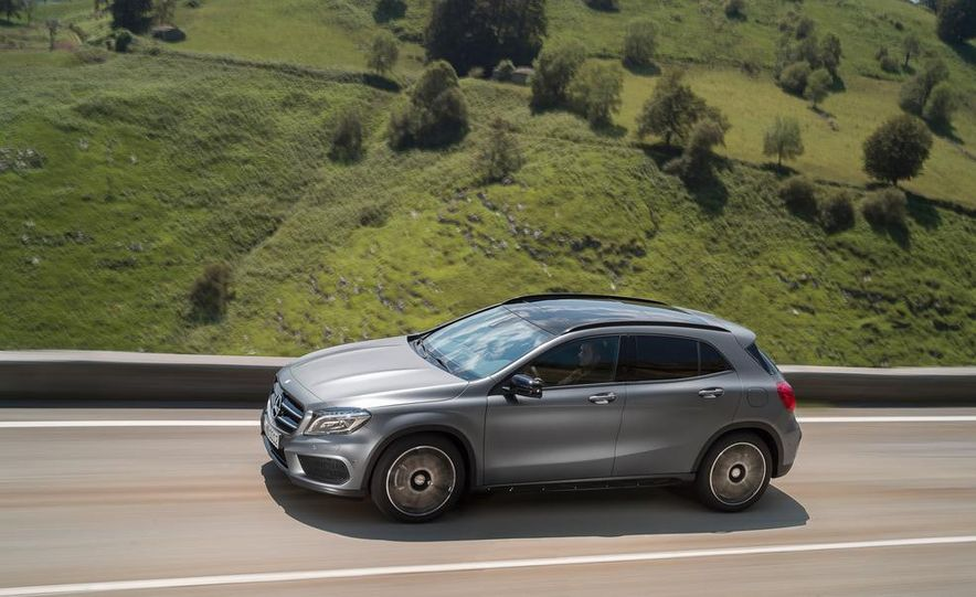 2015 Mercedes-Benz GLA220 CDI 4MATIC (Euro-spec) - Slide 15