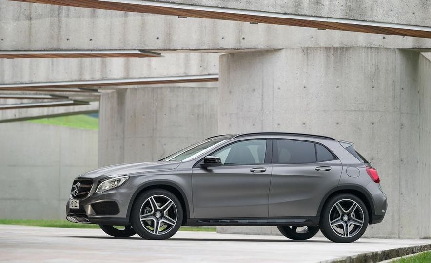2015 Mercedes-Benz GLA220 CDI 4MATIC (Euro-spec) - Slide 22
