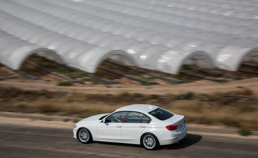 2013 BMW 320i - Slide 9