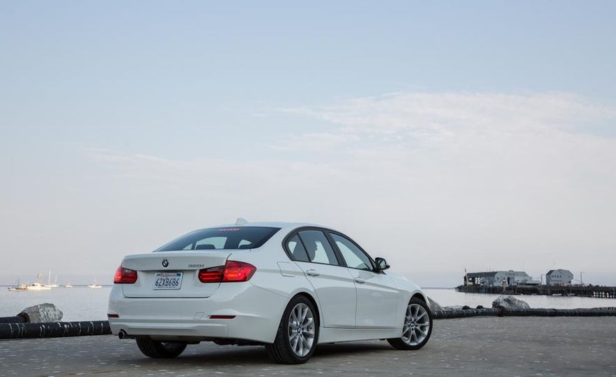 2013 BMW 320i - Slide 16