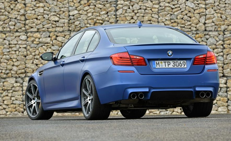 2014 BMW M5 with Competition Package - Slide 17
