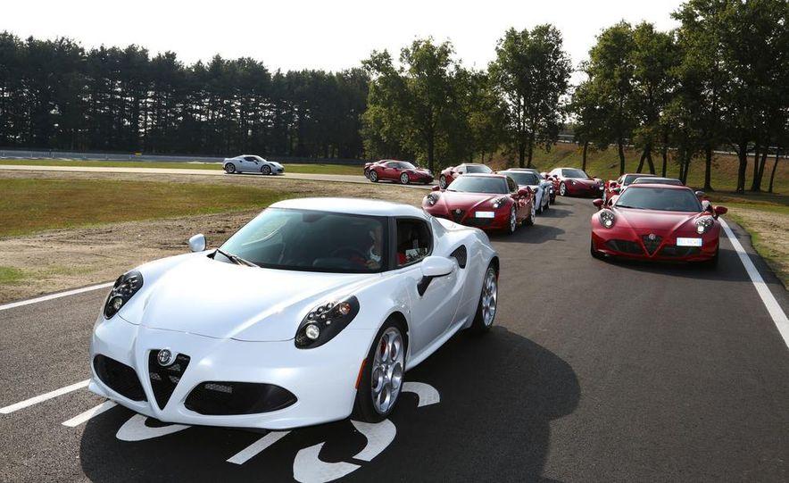 2015 Alfa Romeo 4C coupes (Euro-spec) - Slide 1