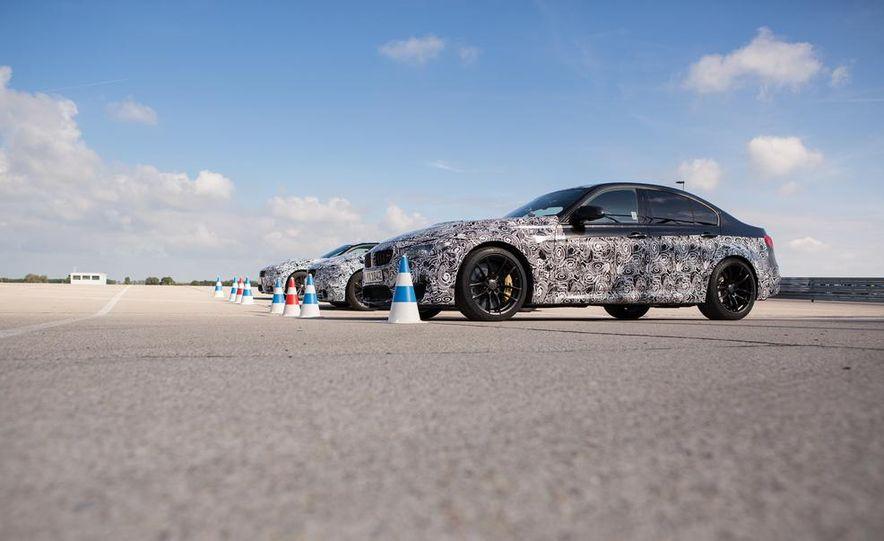 2015 BMW M4 coupes and M3 sedan - Slide 3