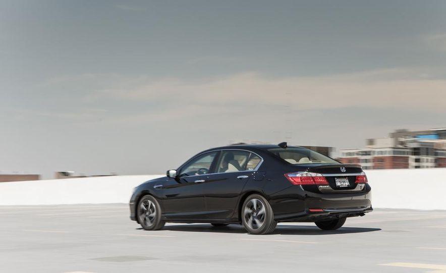 2014 Honda Accord Hybrid - Slide 11