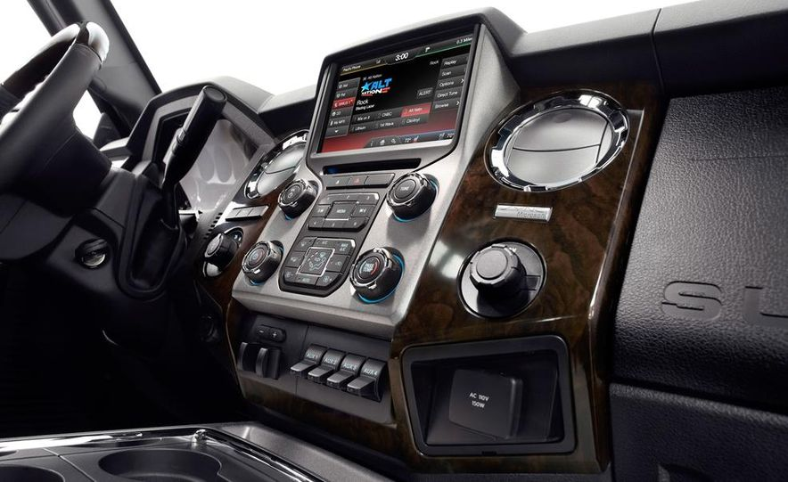 2015 Ford F-250 Super Duty King Ranch Crew Cab - Slide 24