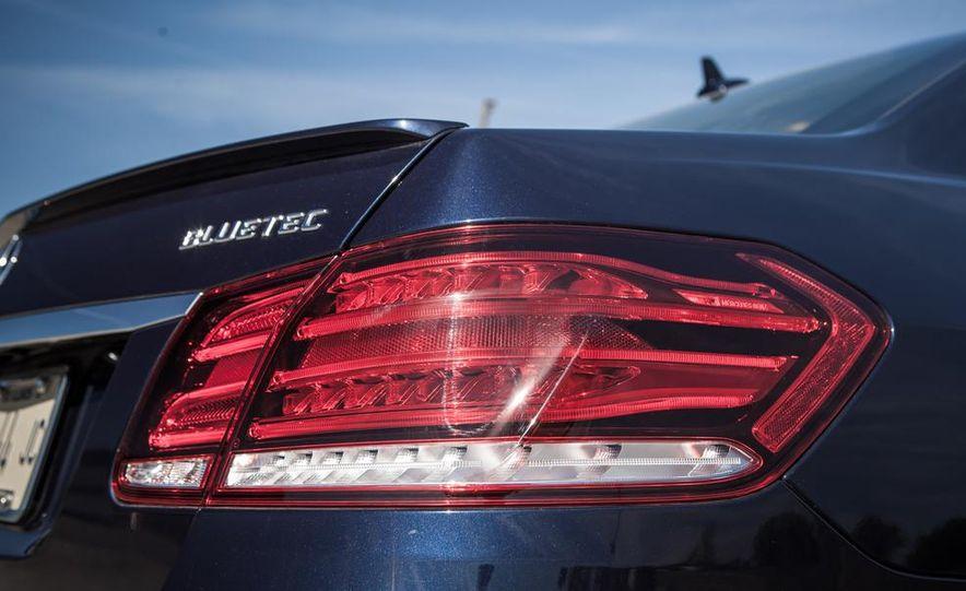 2014 Mercedes-Benz E250 BlueTec 4MATIC - Slide 14