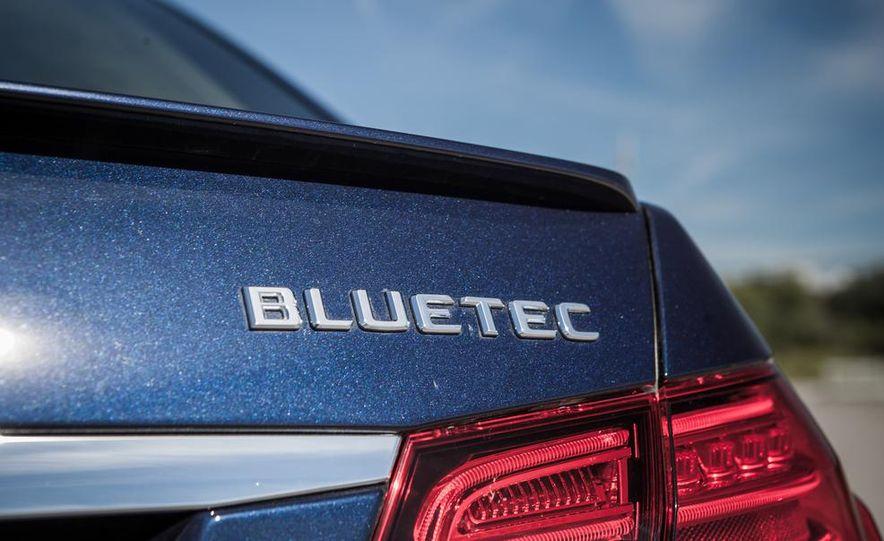 2014 Mercedes-Benz E250 BlueTec 4MATIC - Slide 17
