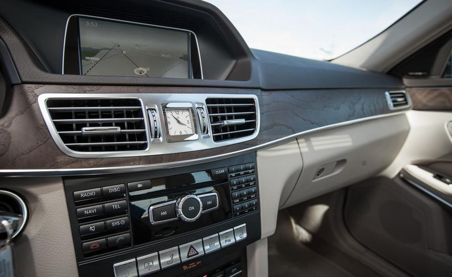 2014 Mercedes-Benz E250 BlueTec 4MATIC - Slide 29