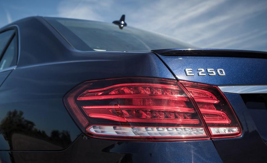 2014 Mercedes-Benz E250 BlueTec 4MATIC - Slide 15