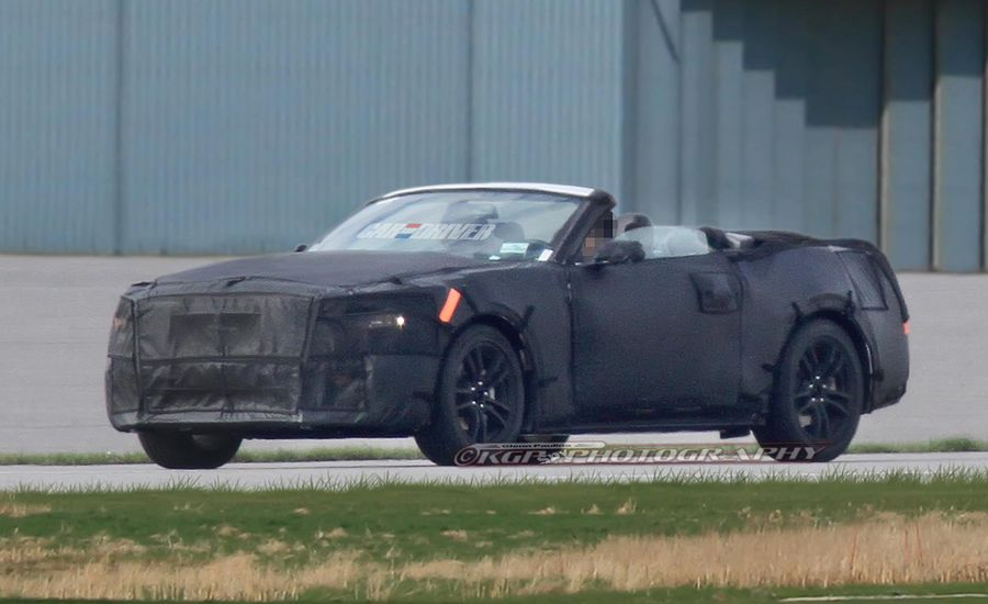 2015 Ford Mustang Convertible Spy Photos: A Topless Pony This Way Gallops