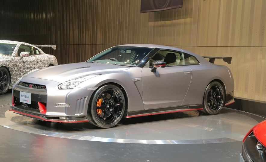 """2015 Nissan GT-R NISMO with """"track package"""" and 2015 Nissan GT-R NISMO - Slide 4"""