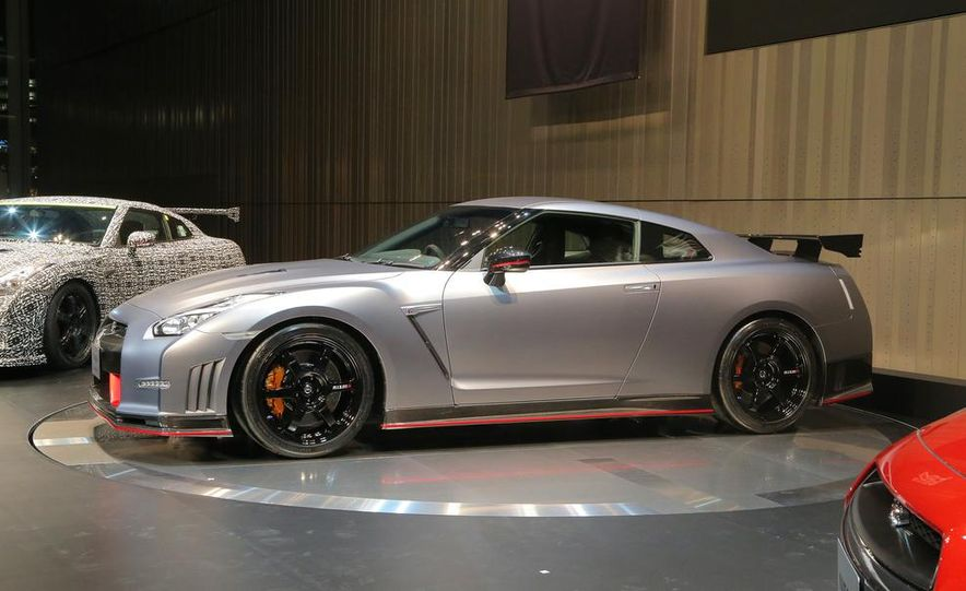 """2015 Nissan GT-R NISMO with """"track package"""" and 2015 Nissan GT-R NISMO - Slide 5"""