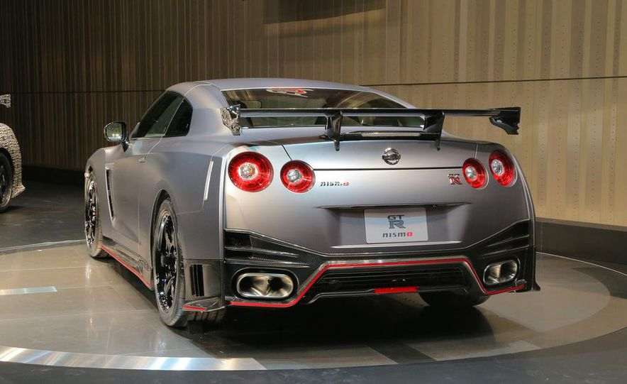 """2015 Nissan GT-R NISMO with """"track package"""" and 2015 Nissan GT-R NISMO - Slide 10"""
