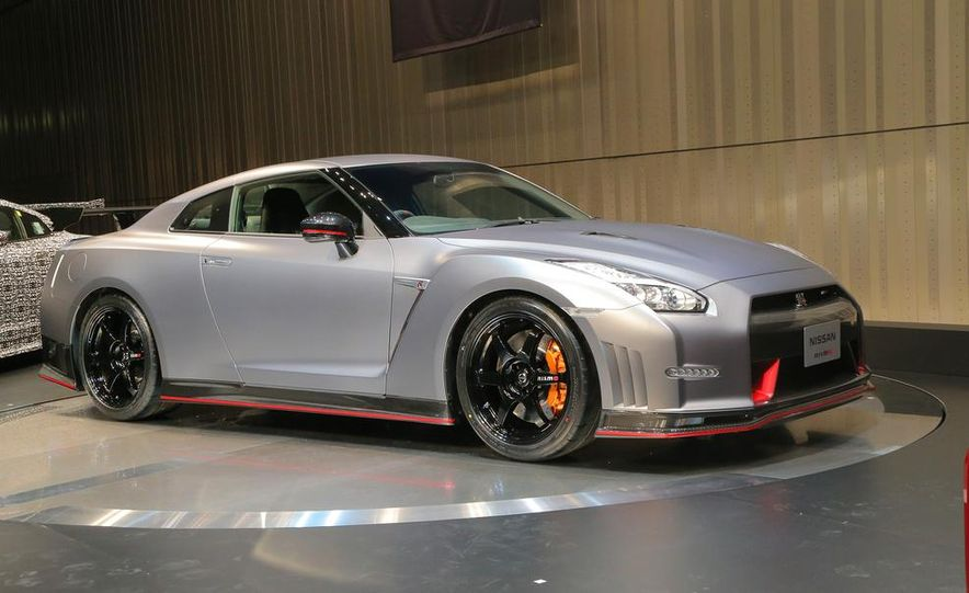 """2015 Nissan GT-R NISMO with """"track package"""" and 2015 Nissan GT-R NISMO - Slide 16"""
