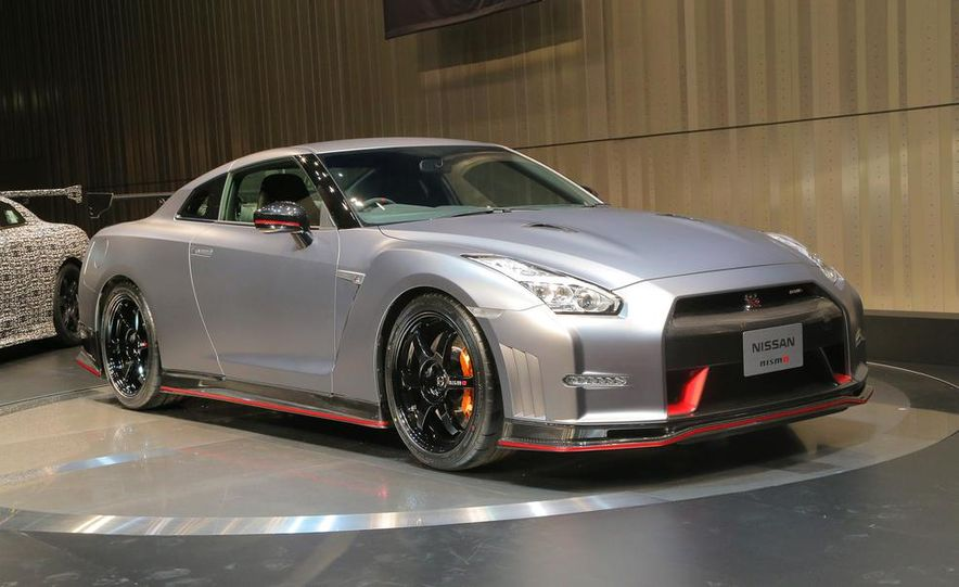 """2015 Nissan GT-R NISMO with """"track package"""" and 2015 Nissan GT-R NISMO - Slide 17"""