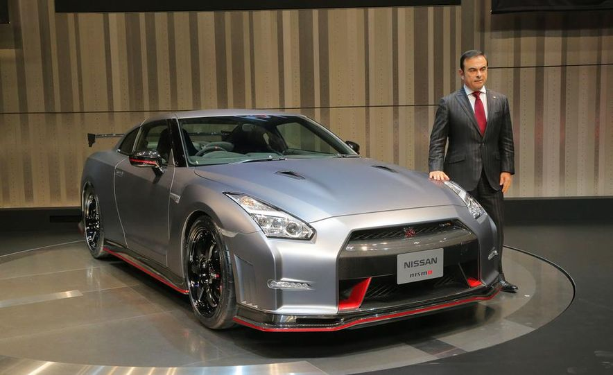 """2015 Nissan GT-R NISMO with """"track package"""" and 2015 Nissan GT-R NISMO - Slide 18"""