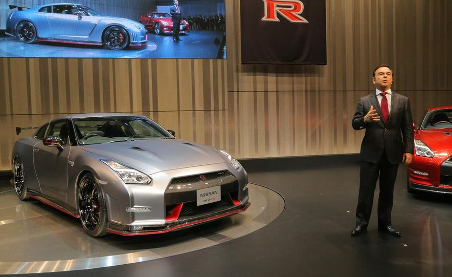 """2015 Nissan GT-R NISMO with """"track package"""" and 2015 Nissan GT-R NISMO - Slide 19"""