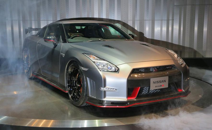 """2015 Nissan GT-R NISMO with """"track package"""" and 2015 Nissan GT-R NISMO - Slide 20"""