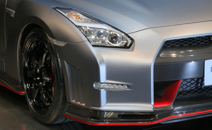 """2015 Nissan GT-R NISMO with """"track package"""" and 2015 Nissan GT-R NISMO - Slide 21"""
