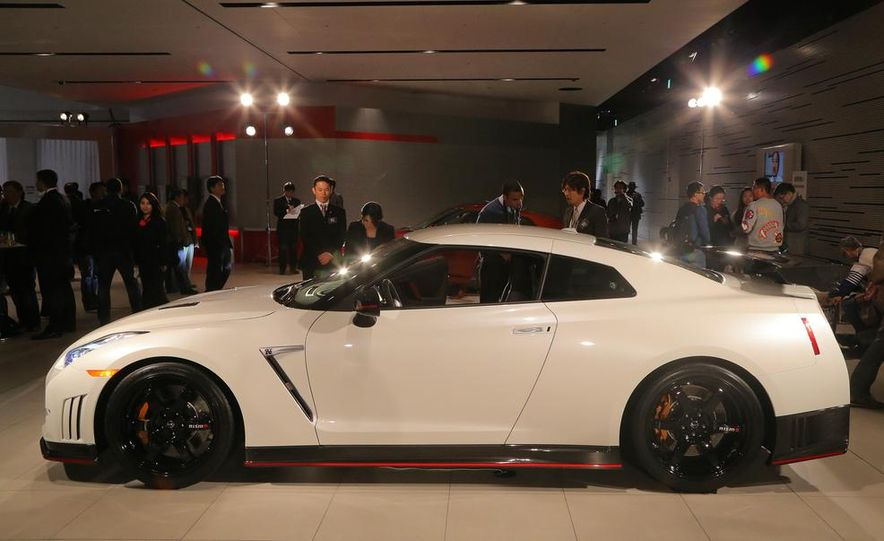 """2015 Nissan GT-R NISMO with """"track package"""" and 2015 Nissan GT-R NISMO - Slide 22"""
