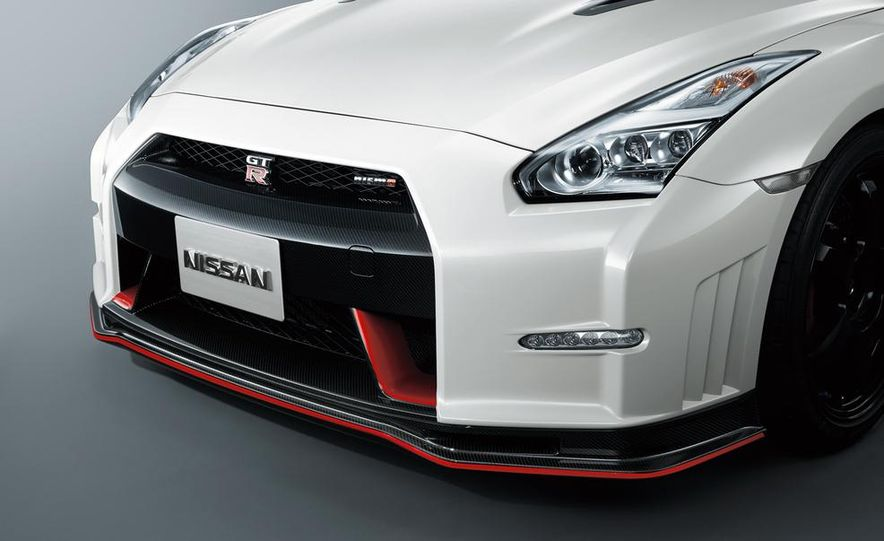 """2015 Nissan GT-R NISMO with """"track package"""" and 2015 Nissan GT-R NISMO - Slide 37"""