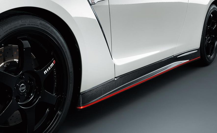 """2015 Nissan GT-R NISMO with """"track package"""" and 2015 Nissan GT-R NISMO - Slide 39"""