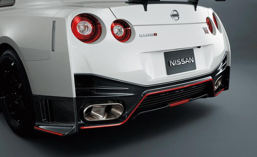 """2015 Nissan GT-R NISMO with """"track package"""" and 2015 Nissan GT-R NISMO - Slide 40"""
