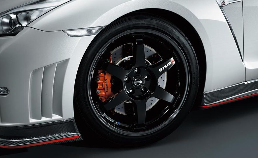 """2015 Nissan GT-R NISMO with """"track package"""" and 2015 Nissan GT-R NISMO - Slide 38"""