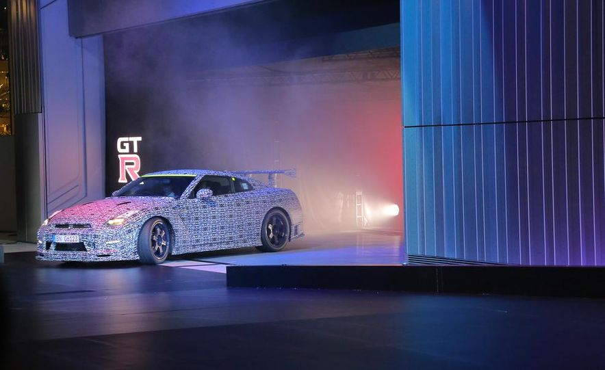 """2015 Nissan GT-R NISMO with """"track package"""" and 2015 Nissan GT-R NISMO - Slide 29"""