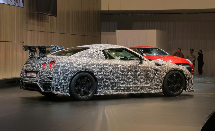"""2015 Nissan GT-R NISMO with """"track package"""" and 2015 Nissan GT-R NISMO - Slide 31"""