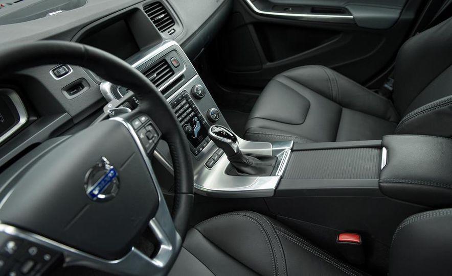 2014 Volvo S60 T6 AWD - Slide 13