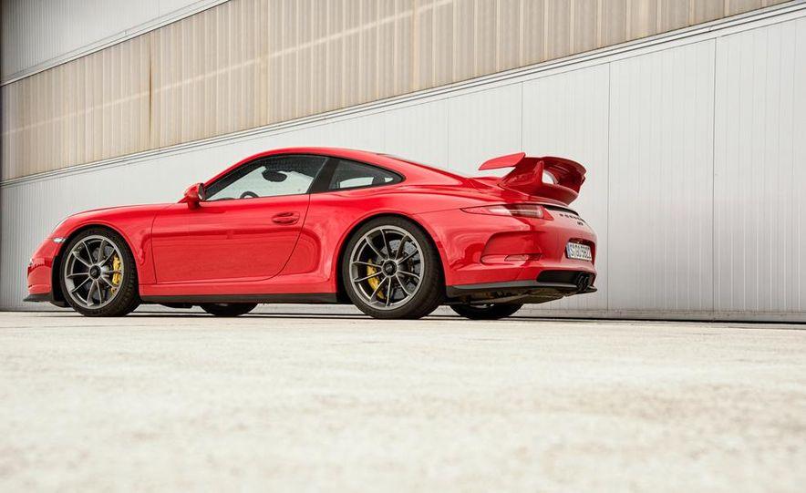 2014 Porsche 911 GT3 - Slide 18