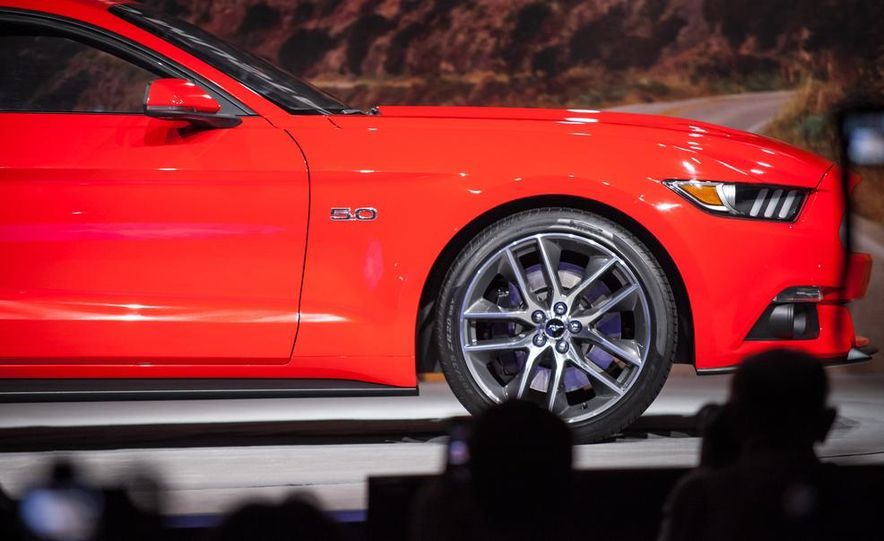 2015 Ford Mustang GT - Slide 40