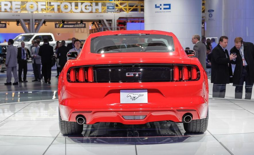 2015 Ford Mustang GT - Slide 16