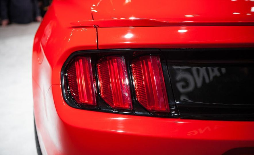 2015 Ford Mustang GT - Slide 32