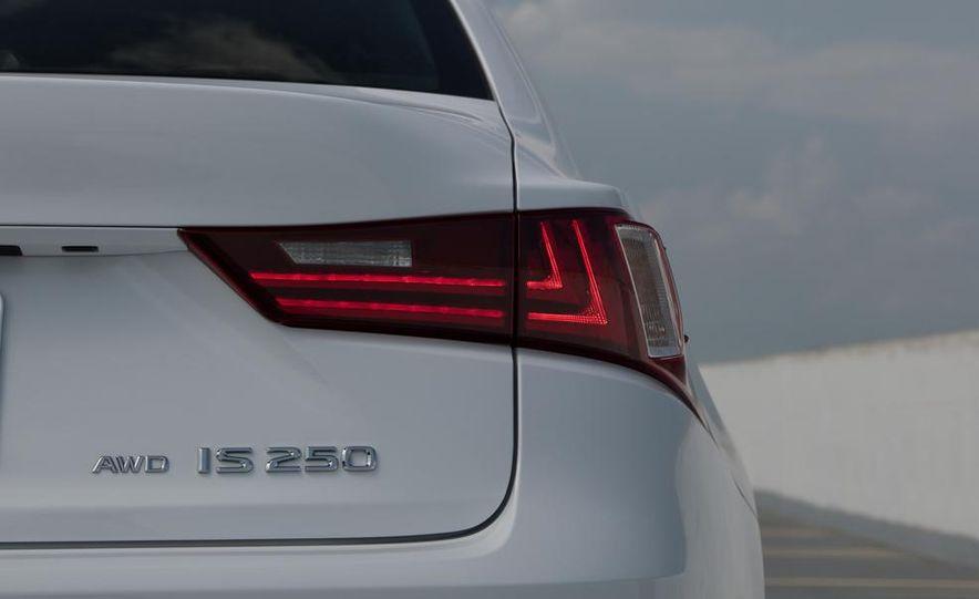 2014 Lexus IS250 F Sport AWD - Slide 19