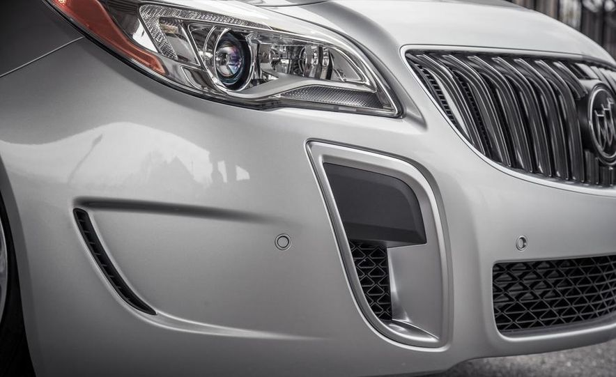 2014 Buick Regal GS AWD - Slide 13