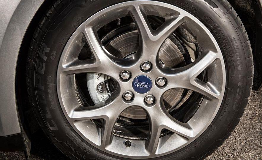 2014 Ford Focus SE and 2014 Mazda 3 i Grand Touring - Slide 14