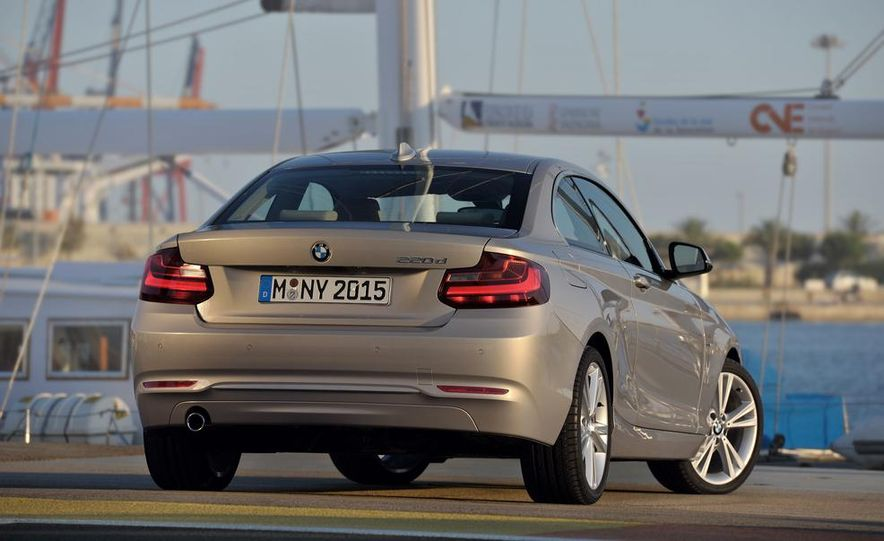 2014 BMW M235i coupe - Slide 21