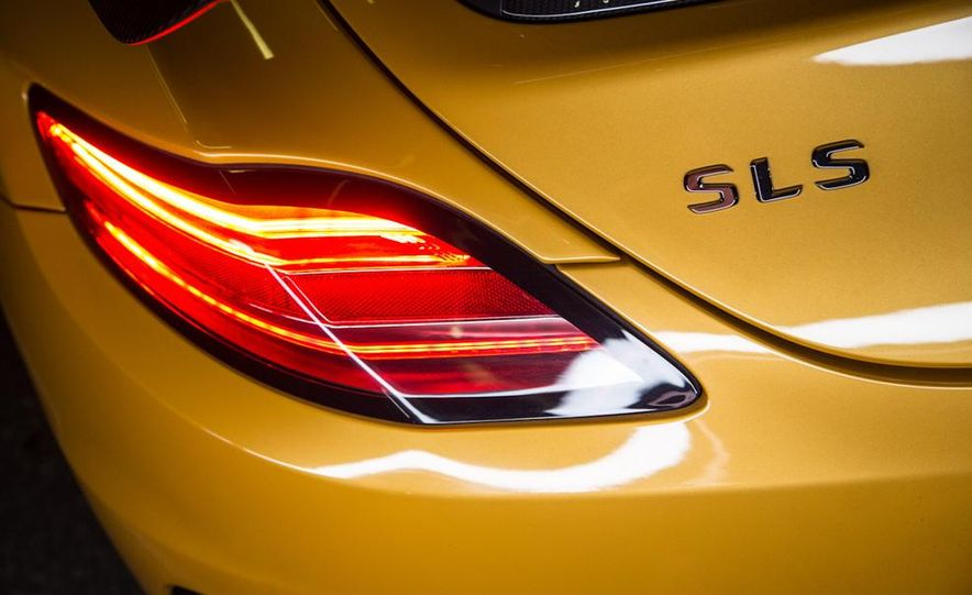 2014 Mercedes-Benz SLS AMG Black Series - Slide 17