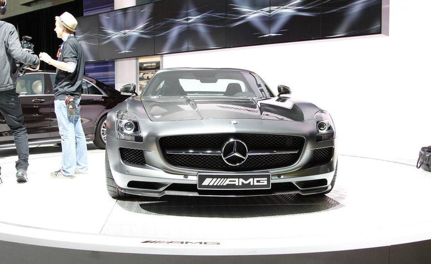 2015 Mercedes-Benz SLS AMG GT Final Edition coupe - Slide 3