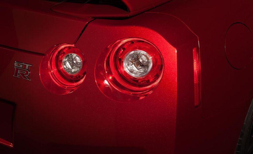 2015 Nissan GT-R - Slide 55