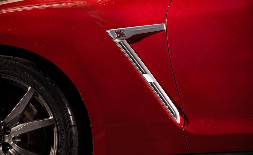 2015 Nissan GT-R - Slide 56