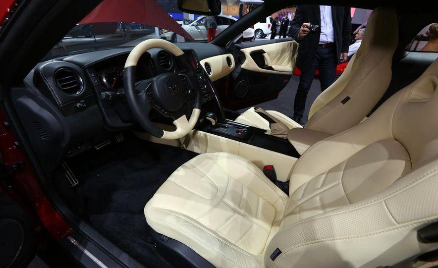 2015 Nissan GT-R - Slide 15