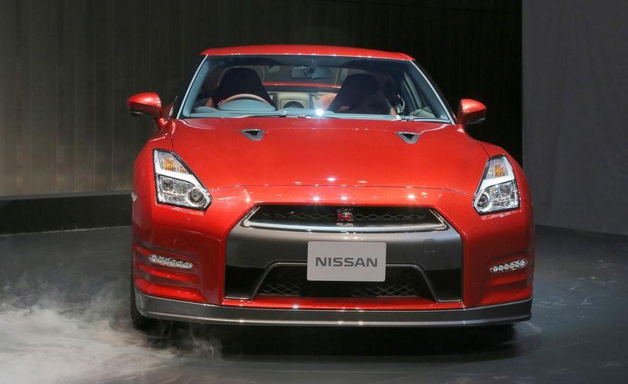 2015 Nissan GT-R - Slide 16