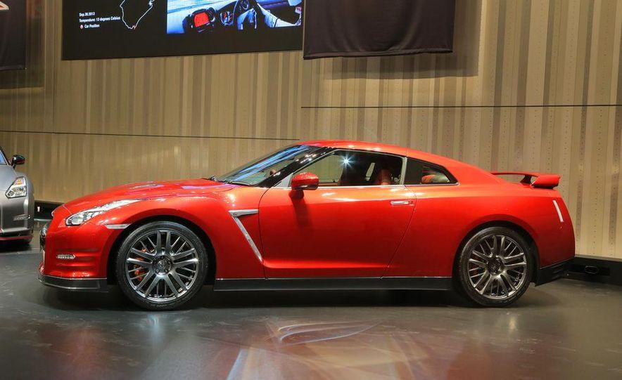 2015 Nissan GT-R - Slide 21