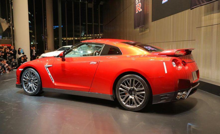 2015 Nissan GT-R - Slide 22